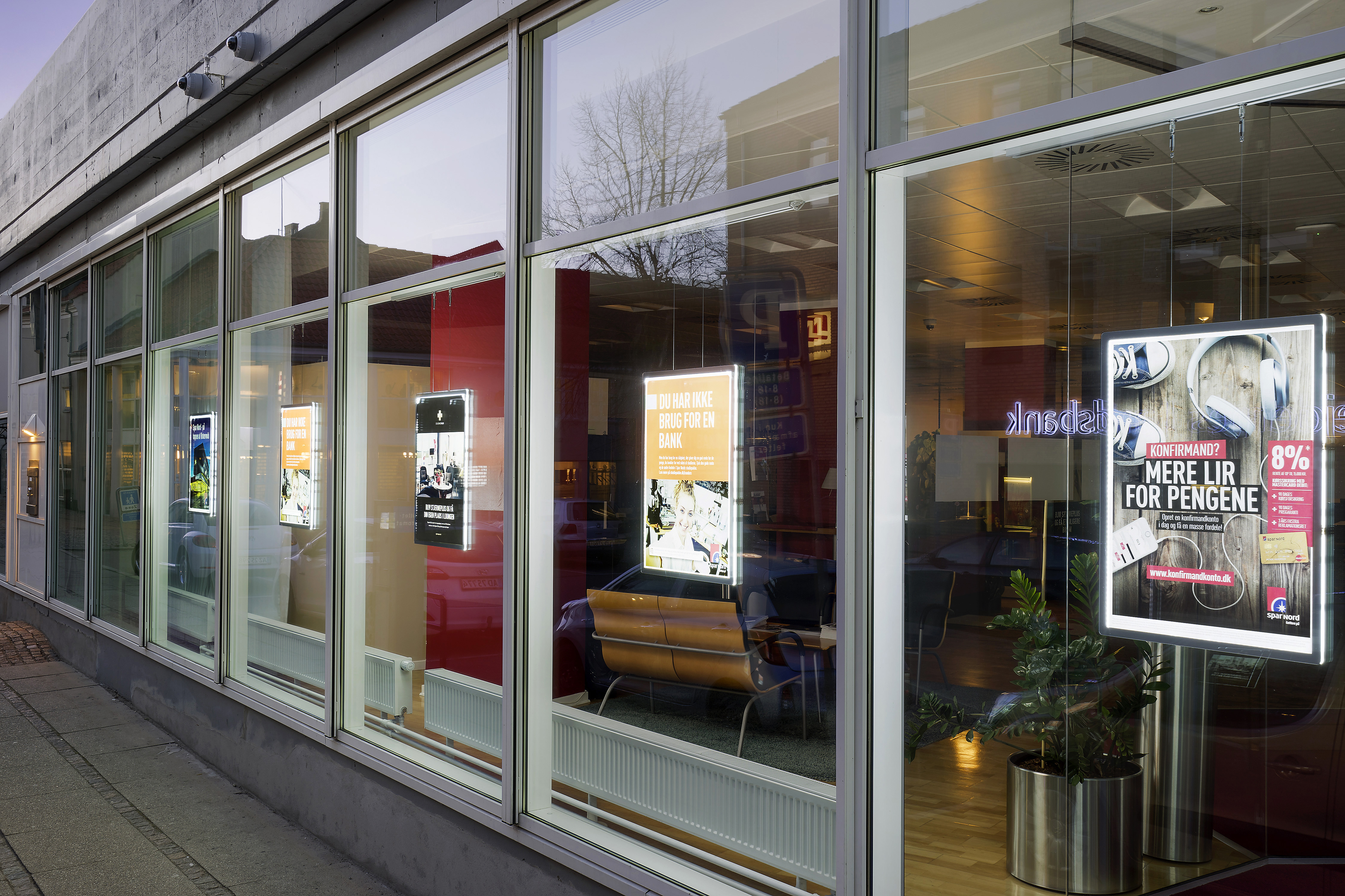 Espositori luminosi led da vetrina schermi luminosi led - Agenzie immobiliari bruxelles ...
